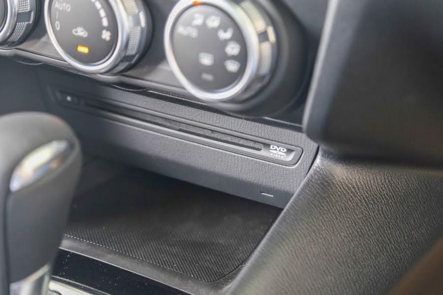 DVD + Kết nối Bluetooth + USB + dàn âm thanh 6 loa cao cấp